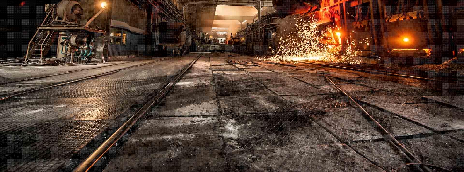 Industrieanlage mit Funken und Hebetechnik von RO-TECH
